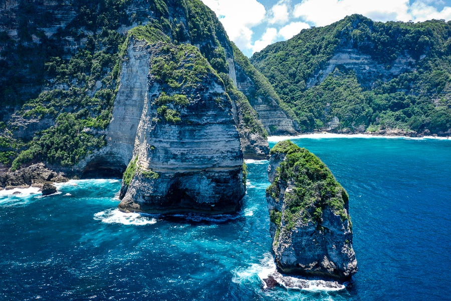 Giant sea cliffs and islands on the coast of Nusa Penida, Bali