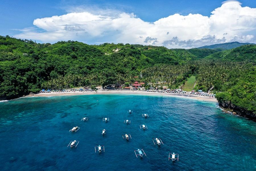 Boats floating at Crystal Bay in Nusa Penida, Bali