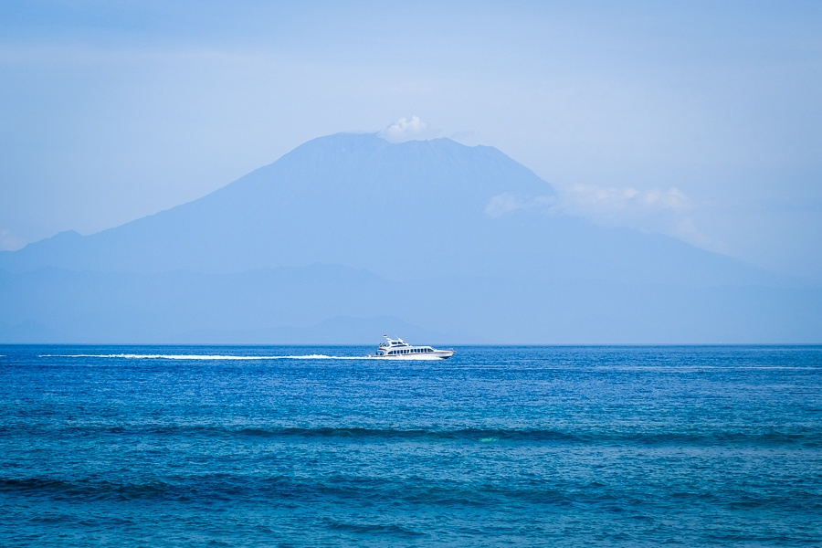 Nusa Penida speedboat in Bali with the Mount Agung volcano in the background