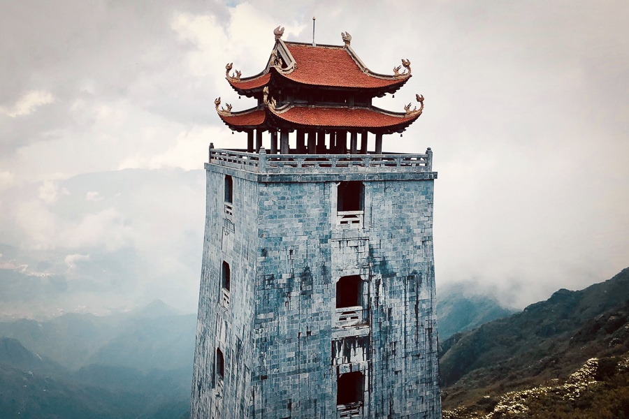 Foggy tower at Fansipan mountain in Sapa, Vietnam