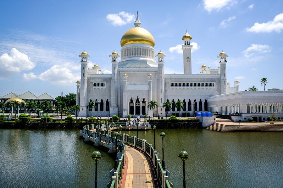 Bridge at the Sultan Omar Ali Saifuddien Mosque in Brunei