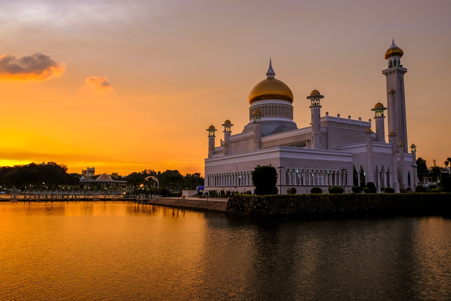 Sunset or sunrise at the Sultan Omar Ali Saifuddien Mosque in Brunei
