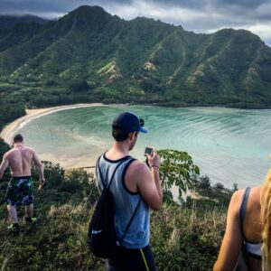 Hikers on the Crouching Lion trail in Oahu, Hawaii
