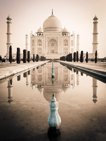 Black and white Taj Mahal pool reflection in Agra