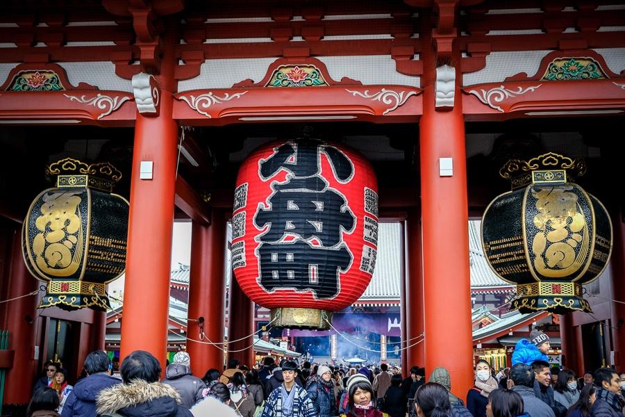 Giant paper lantern at Sensoji Temple in Asakusa, Tokyo, Japan