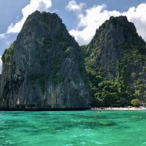 Turquoise water at Shimizu Island in El Nido, Palawan, Philippines