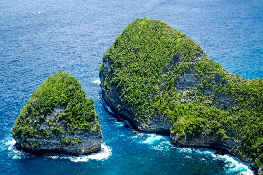 Paluang Cliff viewpoint boat in Nusa Penida Bali