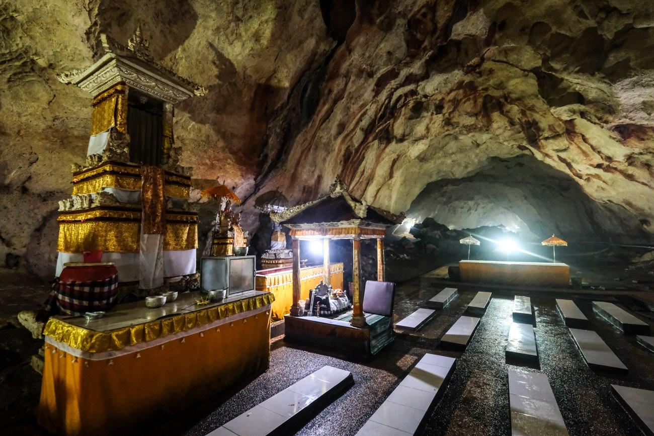 Pura Goa Giri Putri Temple Cave In Nusa Penida Bali
