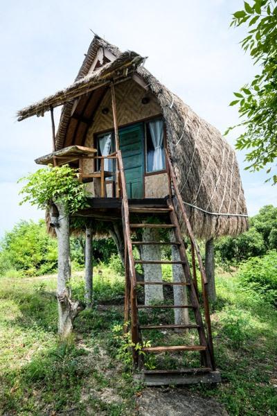Suwehan cliff tree house