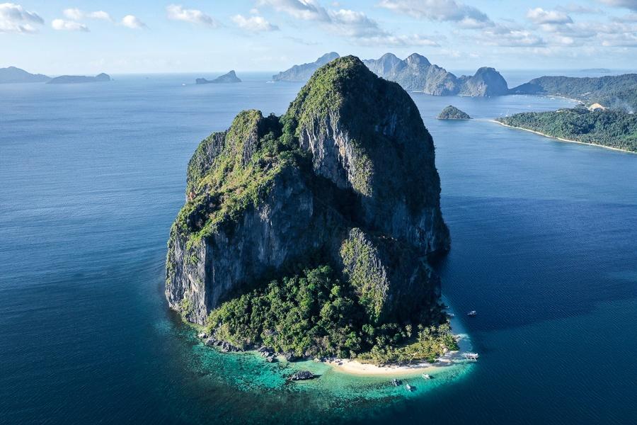 Drone picture of Pinagbuyutan Island in El Nido Palawan