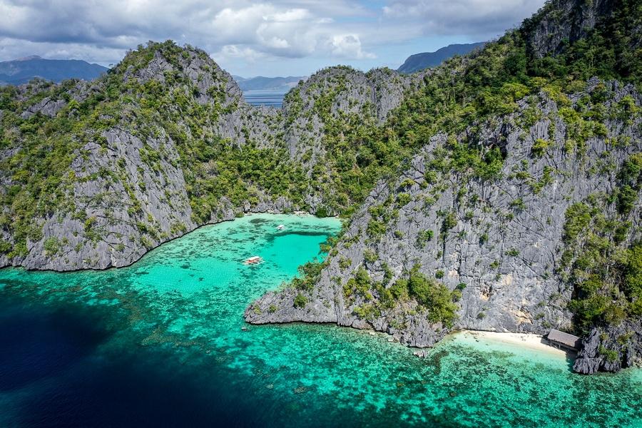 Turquoise lagoon in Coron Palawan
