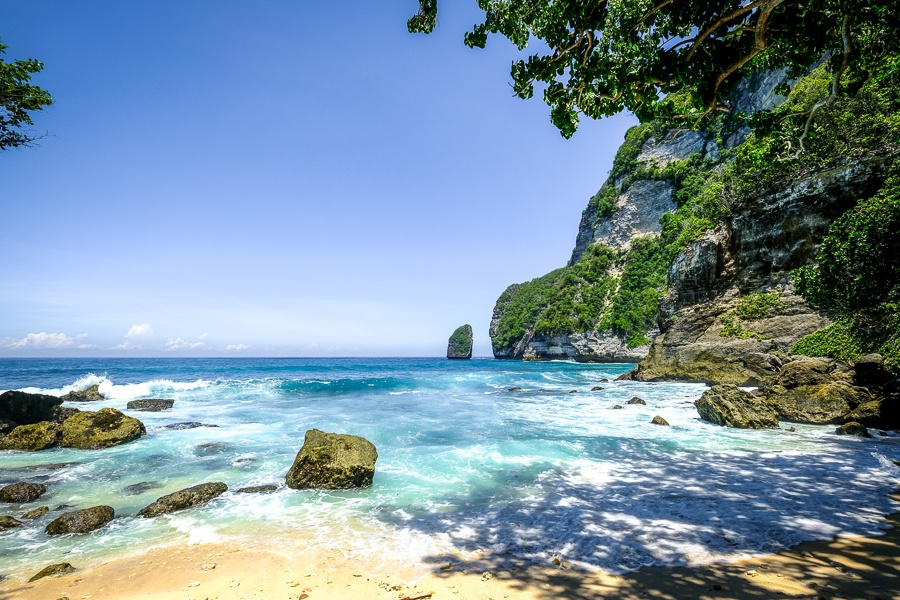 Tembeling beach and cliffs in Nusa Penida, Bali