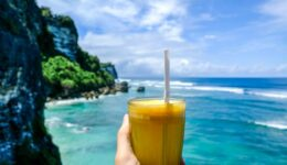 Drink at Suluban cliff restaurant in Bali