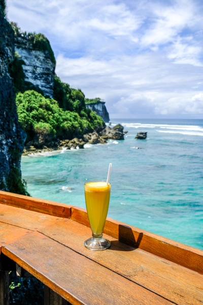Suluban cliff restaurant and drink in Bali