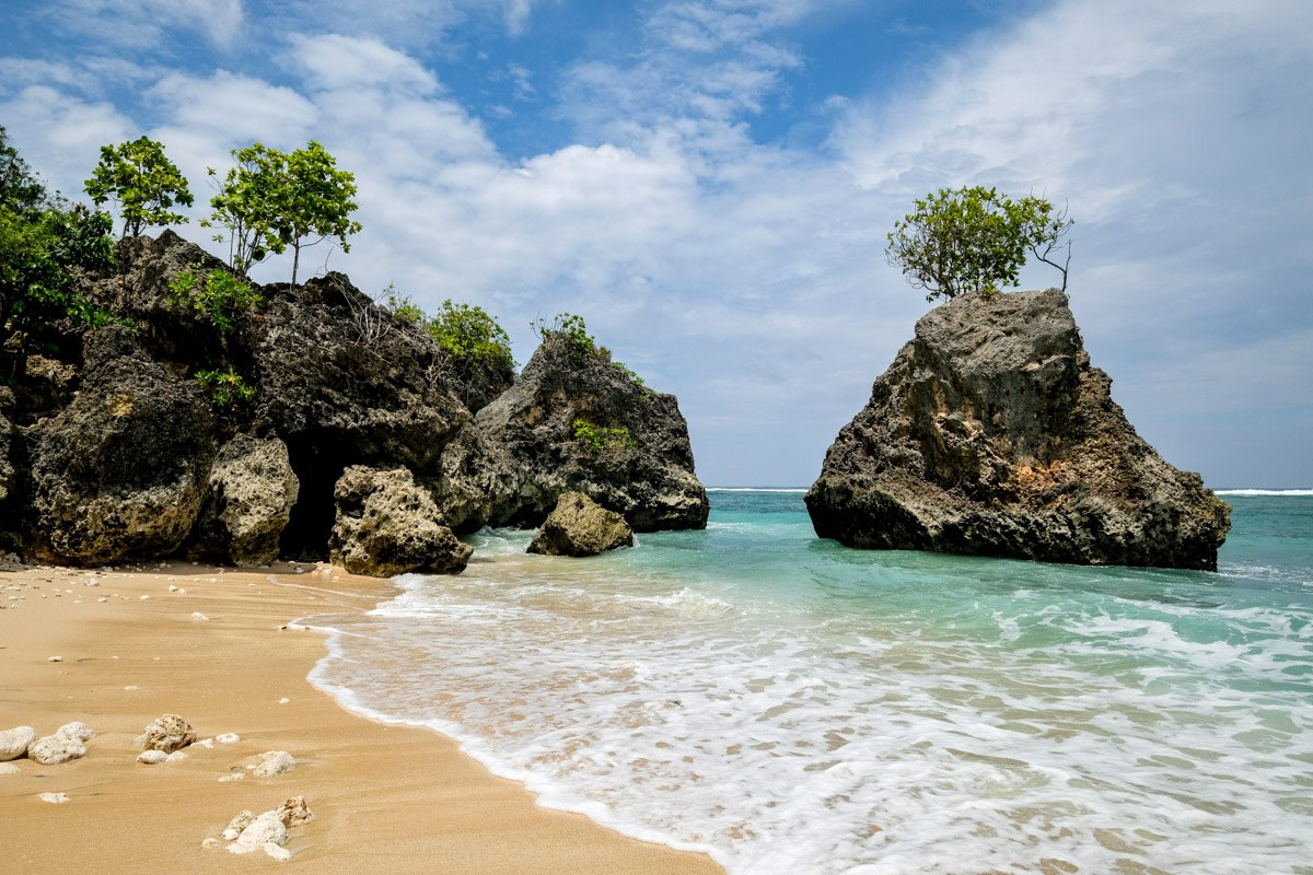 Bingin Beach Bali: Popular Uluwatu Surf Spot & Accommodation