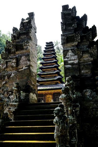 Balinese split gate
