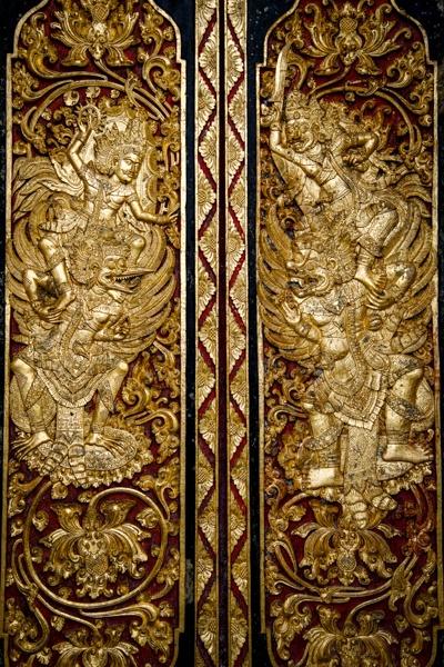 Gold door Hindu Balinese carvings