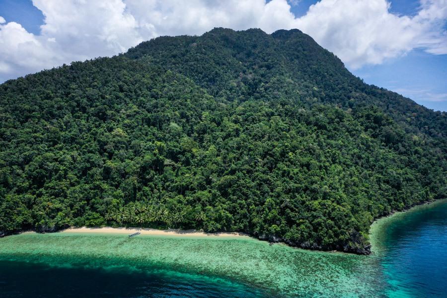 Pulau Labengki drone picture in Sulawesi