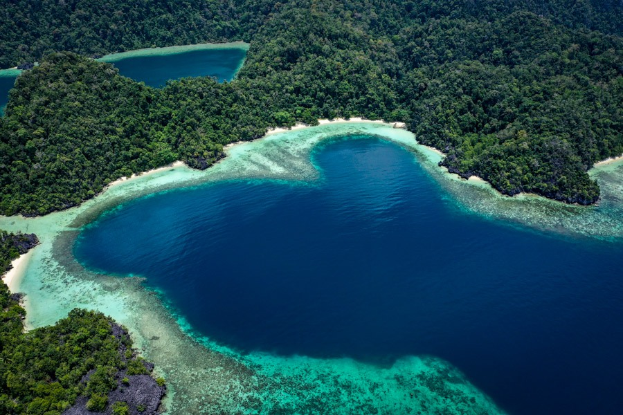Teluk Cinta drone picture in Labengki Island