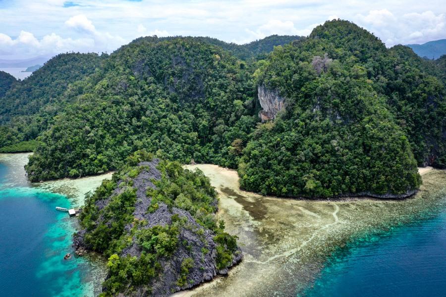 Pantai Air Kiri Lagoon drone picture in Sulawesi