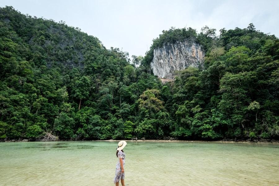 Pantai Air Kiri Lagoon in Sulawesi