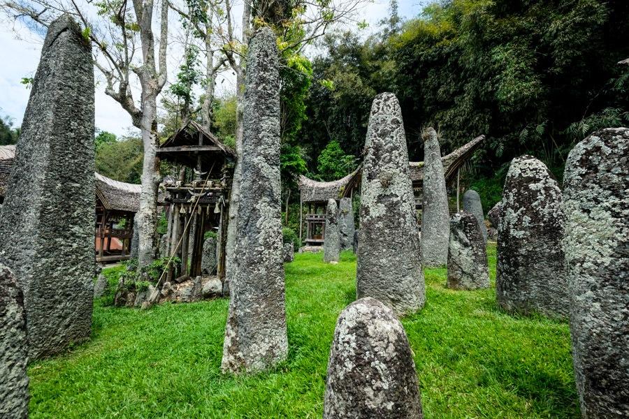 Bori Kalimbuang grave stones