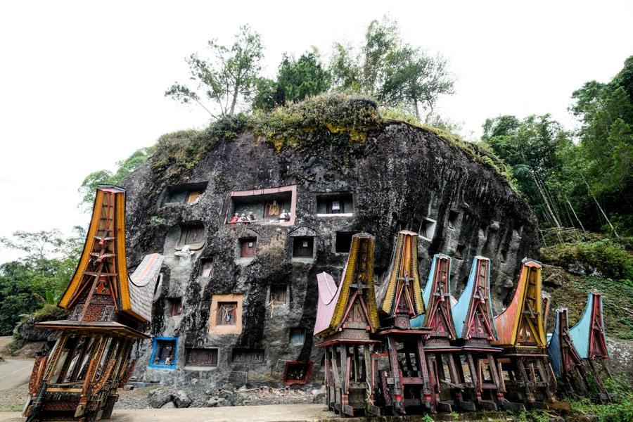 Loko mata grave stone on Mount Sesean