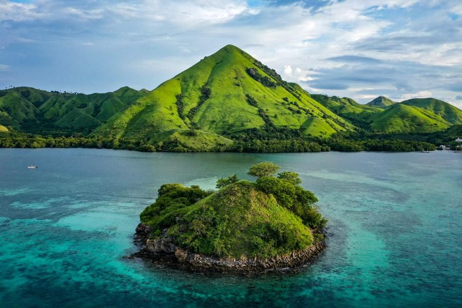 Pulau Kelor Island Drone Labuan Bajo Komodo Park