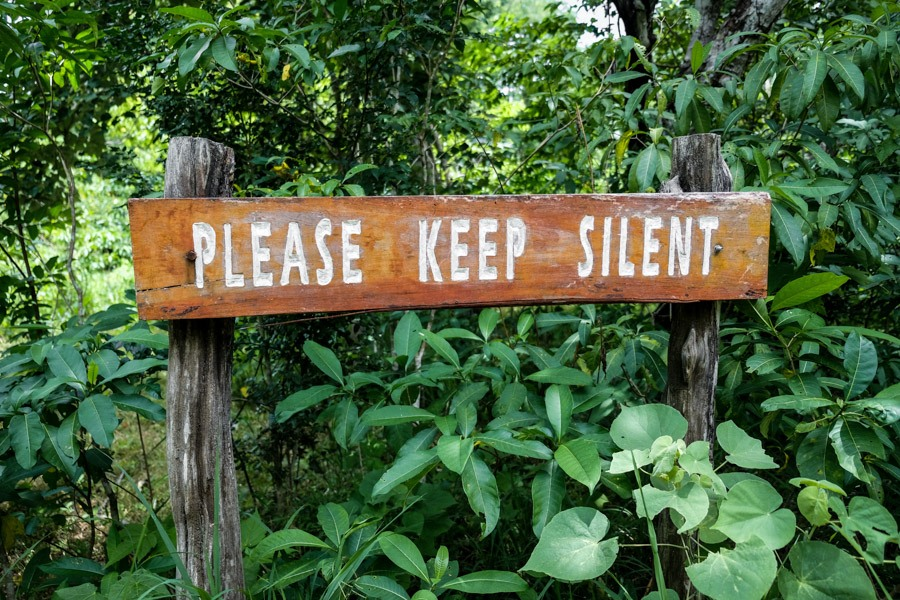 Komodo sign please keep silent